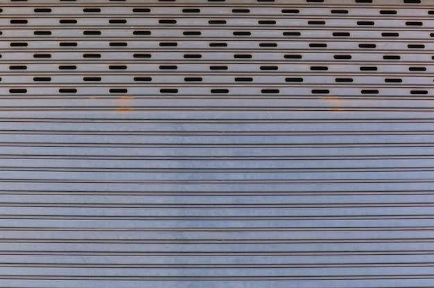 Oud detail verouderde uitstekende geweven van het de metaalrol van de zinklegering het blinddeur, buitenontwerp