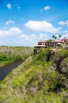 Oud dorp altos de chavon - koloniale stad herbouwd in de dominicaanse republiek. casa de campo, la romana.