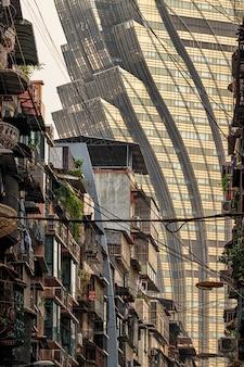 Oud en nieuw gebouw in macao