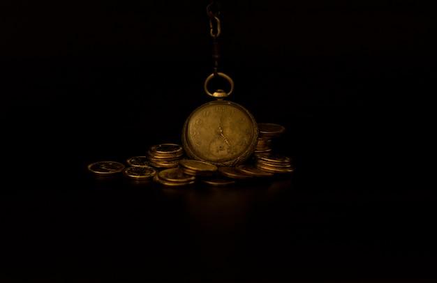 Oud horloge met munten