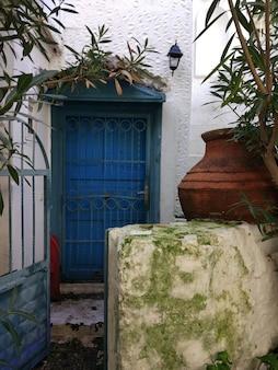 Oud huis met een deur in turkije
