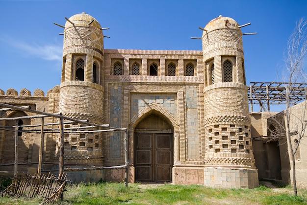 Oud kasteel in kazachstan. vestig de nomaden