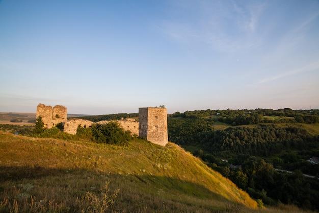Oud kasteel van kudrinci-dorp, khmelnitska oblast, de oekraïne.
