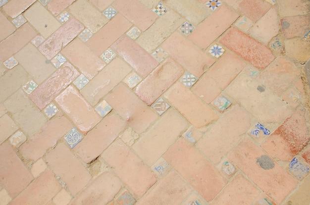 Oud mozaïekpatroon bij streetof oude stad van sevilla, spanje