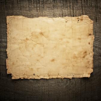 Oud papier op het hout