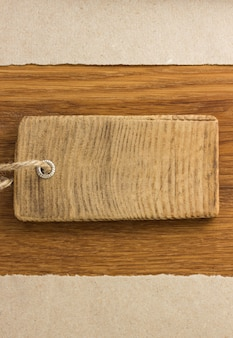 Oud papier op houten achtergrond