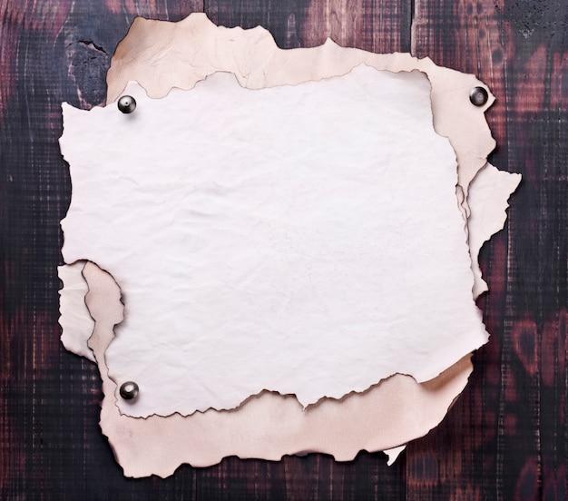 Oud papier, perkament op hout