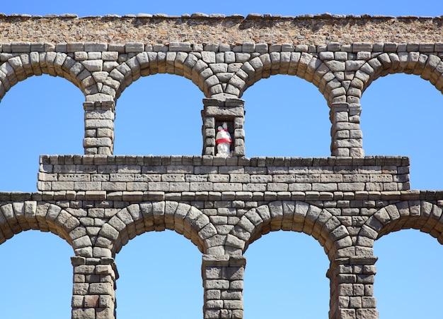 Oud romeins aquaduct in segovia, spanje