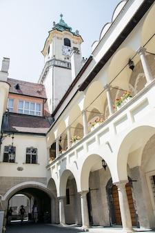 Oud stadhuis, een van de oudste gebouwen in bratislava, slowakije