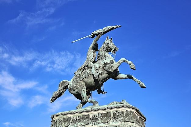Oud standbeeld van het paard