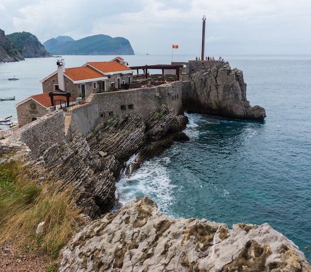 Oud venetiaans fort castello in petrovac na moru, montenegro