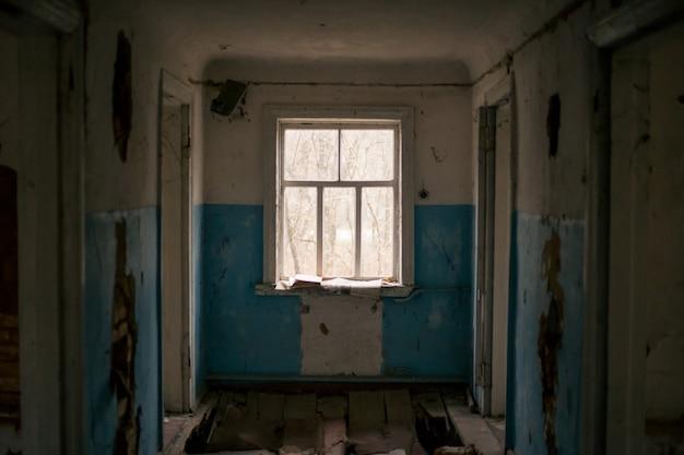 Oud verwoest huis in pripyat in tsjernobyl