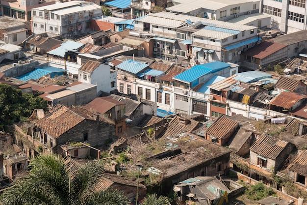 Oude arme aziatische sloppenwijk bovenaanzicht