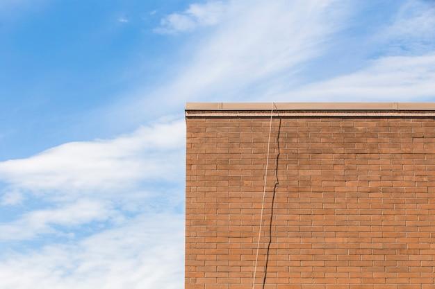 Oude bakstenen gebouw skyline