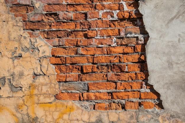 Oude bakstenen muur en gips