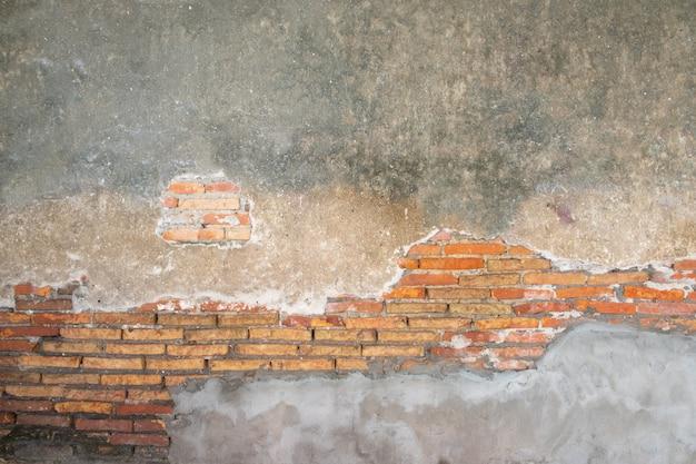 Oude bakstenen muur in de oudheid en beschadigd