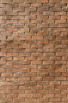 Oude bakstenen muur in stedelijke straten