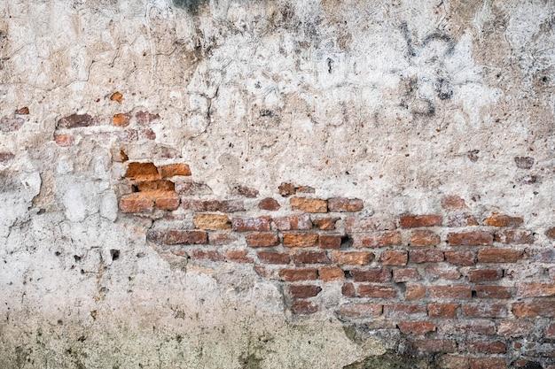 Oude bakstenen muur met barstentextuur