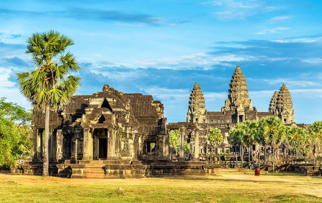 Oude bibliotheek in de tempel van angkor wat, cambodja