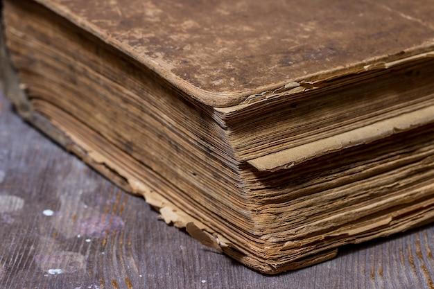 Oude boeken in een grunge-stijl