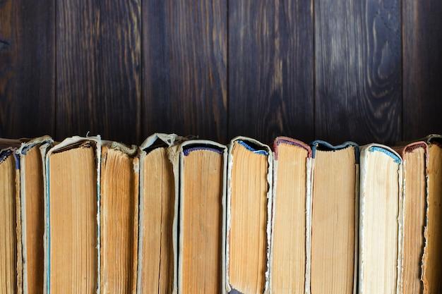 Oude boeken met verfrommeld