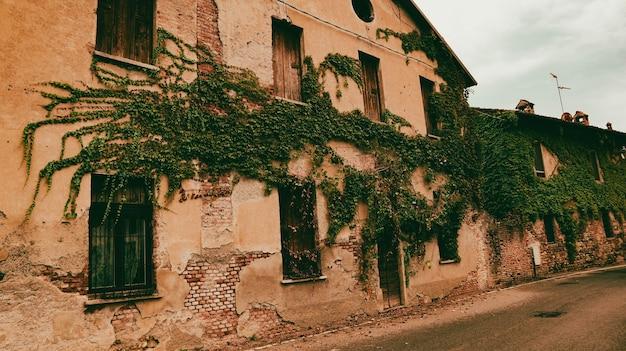 Oude boerderij in noord-italië