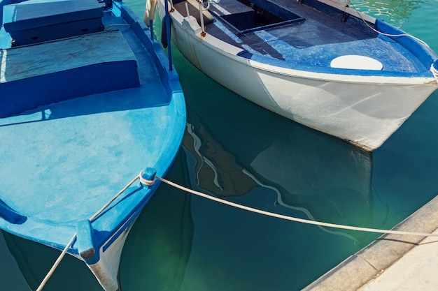 Oude boten op de pier