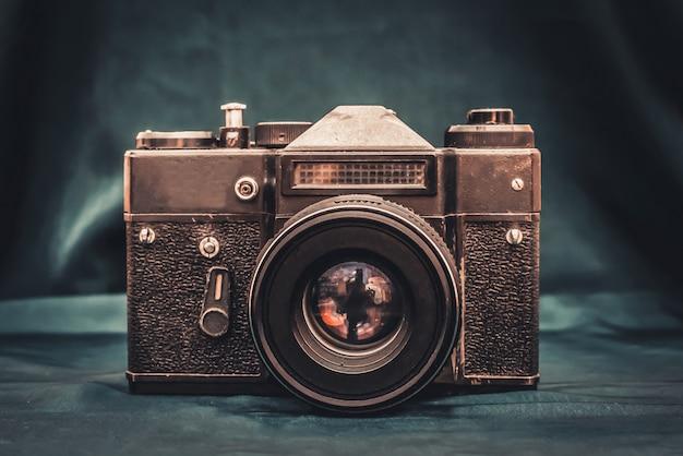 Oude camera op de tafel