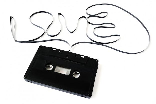 Oude cassette geïsoleerd. het woord liefde uit de film van de
