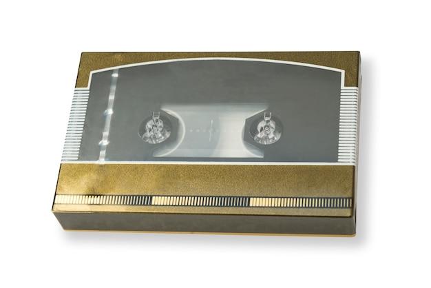 Oude cassetteband nieuwstaat in doos met schaduw geïsoleerd op witte achtergrond