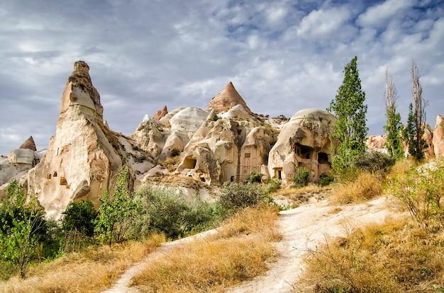 Oude cavetown in de buurt van goreme, cappadocië, turkije