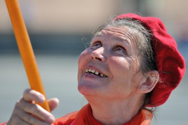Oude communistische vrouwen op 9 mei