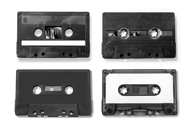 Oude compacte audio cassette macro-opname op wit