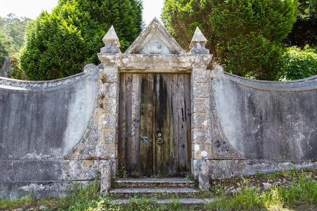 Oude deur met beschadigde textuur