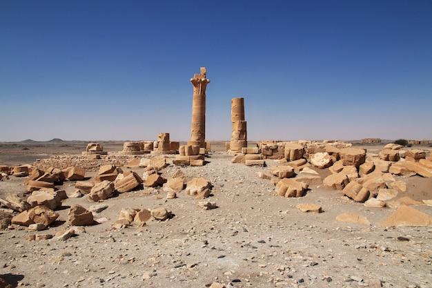 Oude egyptische tempel van tutankhamun op soleb-eiland, soedan, nubia