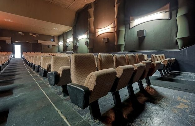 Oude en lege bioscoop