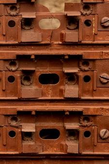Oude en roestige metalen structuur