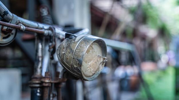 Oude fiets met koplamp