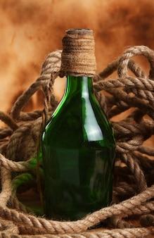 Oude fles en touw