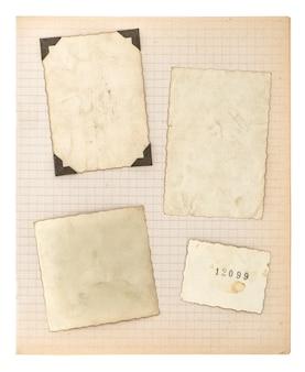 Oude fotolijsten en wiskunde boekpagina geïsoleerd op een witte achtergrond. oud papier