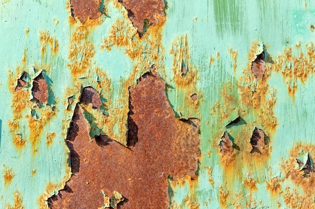 Oude gebarsten roestig metaal geschilderde achtergrondstructuur