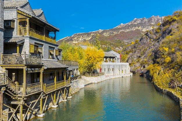 Oude gebouwen in de stad, er zijn meren en stenen bruggen, china