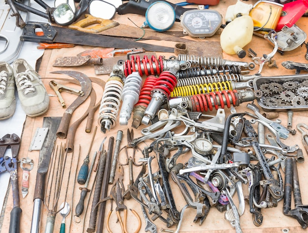 Oude gereedschappen en oude vervangende onderdelen