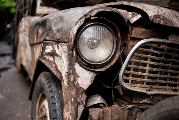 Oude gesloopte auto