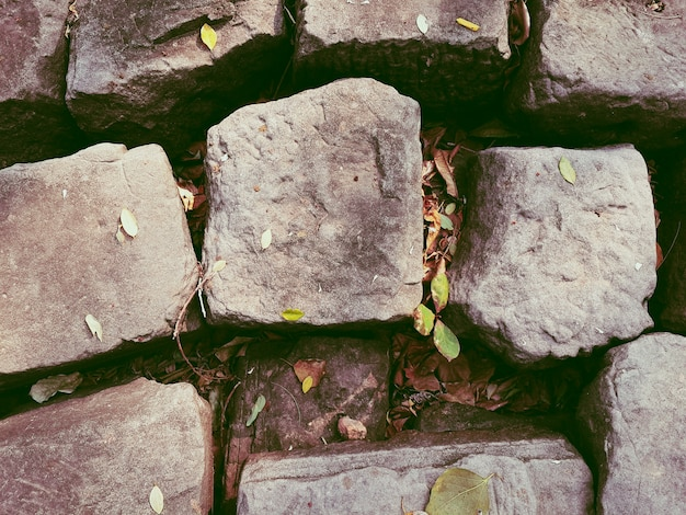 Oude grijze stenen rotswand