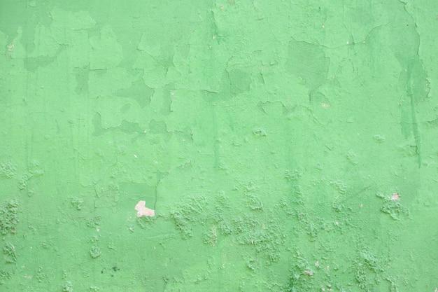 Oude groene cementmuur in industrieel gebouw, ideaal voor ontwerp en textuurachtergrond.