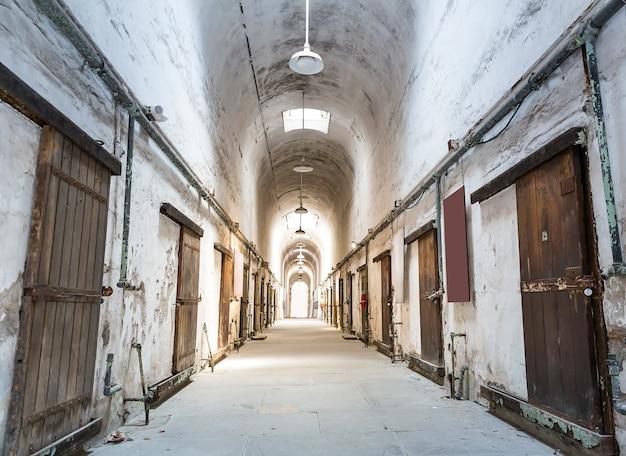 Oude grunge gevangenis.