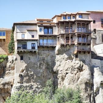Oude hangende huizen (casas colgadas) in cuenca, spanje