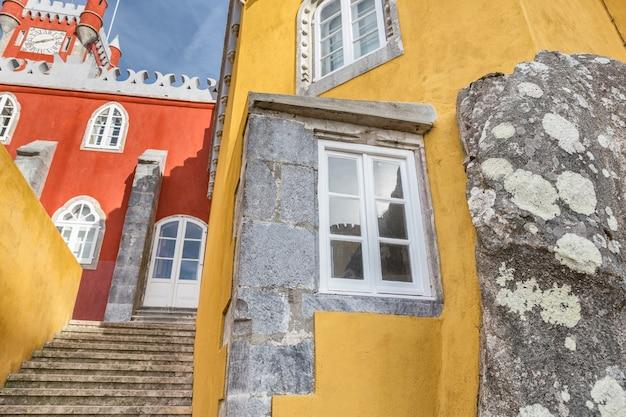 Oude historische architectuur van het kasteel pena. sintra portugal.