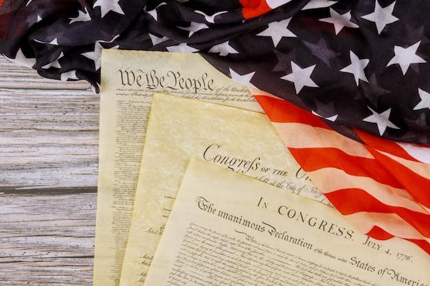 Oude historische documenten washington dc op amerikaanse onafhankelijkheidsverklaring 4 juli 1776 op de vlag van de verenigde staten